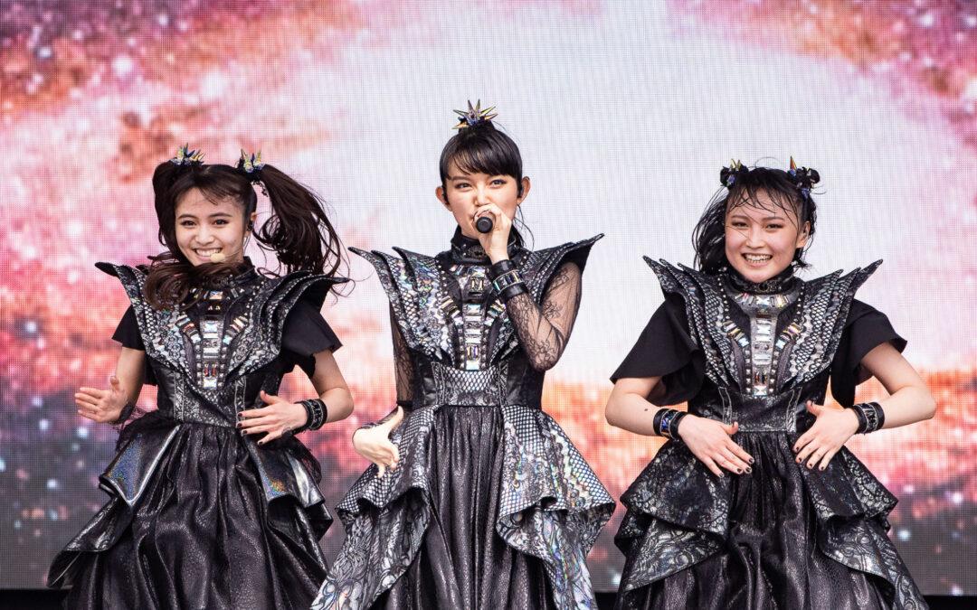 Babymetal estrena explosivo video para 'BxMxC'